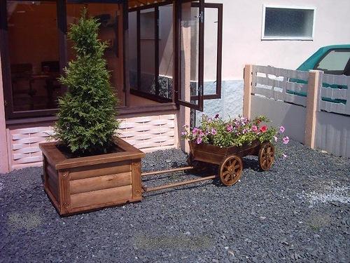 Изделия из дерева для сада